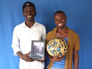 Alimamy Kamara and Mohamed Conteh with award from Opun Yu Yi festival